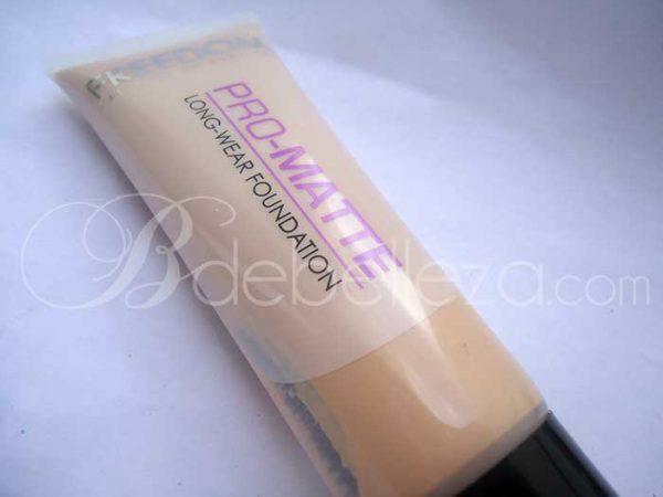 base de maquillaje freedom pro matte