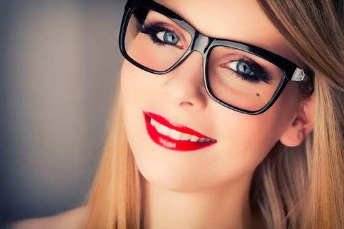 consejos para maquillar chicas con gafas