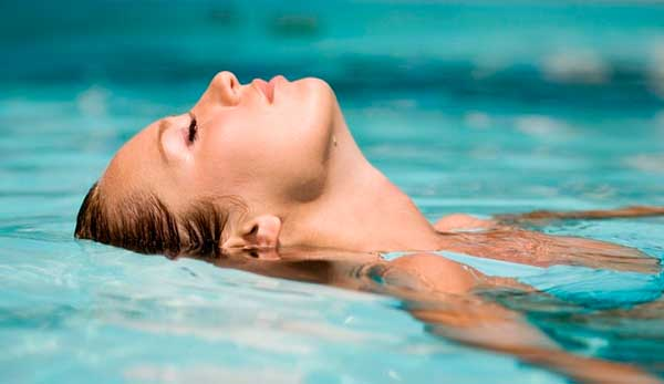 C mo proteger la piel y el pelo del cloro de las piscinas - Cloro en piscinas ...