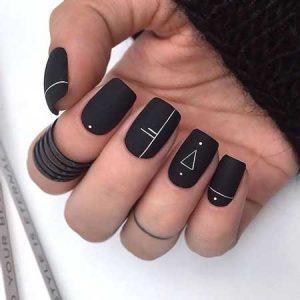 decoracion de uñas en negro