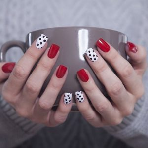 decoracion uñas rojo y blanco