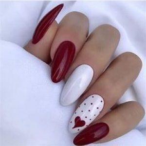 uñas blanco y rojo corazón