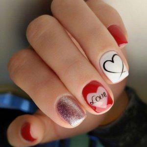 uñas blanco y rojo corazon