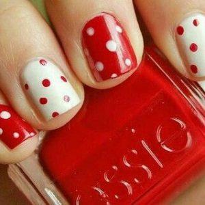 nail art lunares blanco y rojo