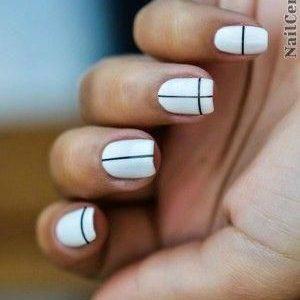 uñas blancas con líneas negras