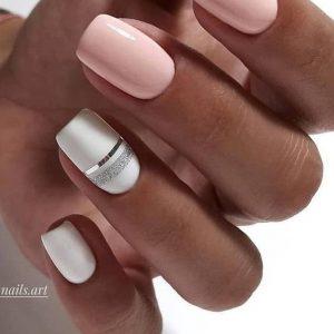 uñas blanco y rosa claro