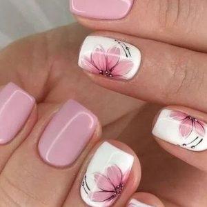 uñas con flores rosa pastel