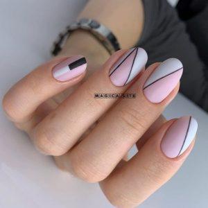 uñas con formas rosa y blanco