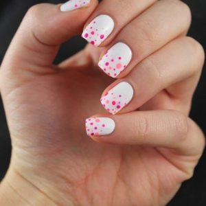 uñas con flores rosas