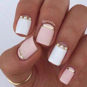 uñas mitad rosa claro mitad blanco