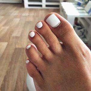uñas de los pies blanco