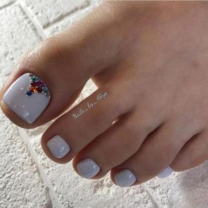 uñas pies decoradas en blanco