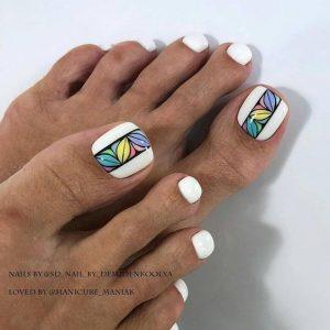 nail art pies con uñas en blanco