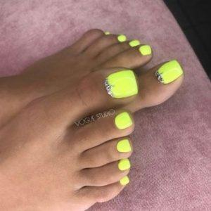 uñas de pies fosforito