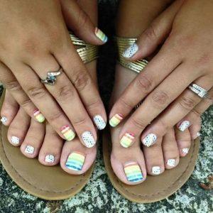 combinar uñas de pies y manos 8