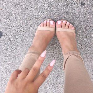 combinar uñas de pies y manos 11