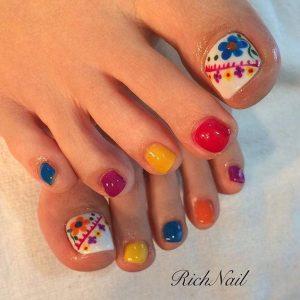 decoración de uñas de pies con flores