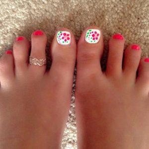 decoración de uñas de pies con flores 6