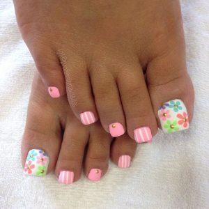 decoración de uñas de pies con flores 9