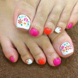 decoración de uñas de pies con flores 11