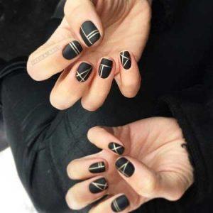 nailart negro con rayas