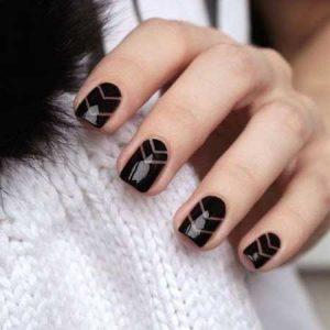 uñas negras con rayas