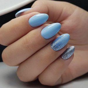 unas azul claro brillo