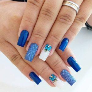 uñas azul decoradas