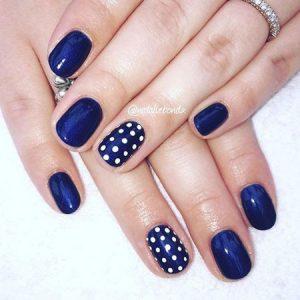 uñas azules lunares