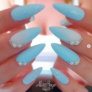 uñas azul pastel brillo