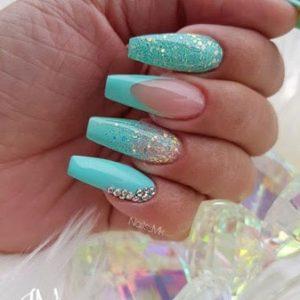 uñas azul turquesa brillo