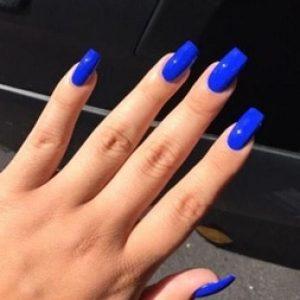 uñas largas azul electrico